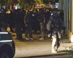 7月23日,德國警方在慕尼黑徹夜搜城。(Marc Mueller/Getty Images)