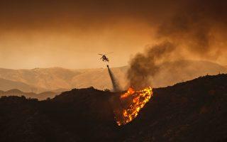 南加州山火烧过22000英亩 现场如世界末日