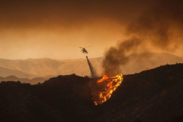 南加州山火燒過22000英畝 現場如世界末日