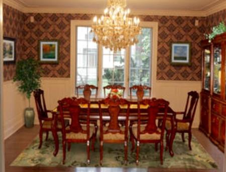 首层为会客厅、起居室、书房、餐厅、厨房和面向森林的露台。(简丽逢提供)