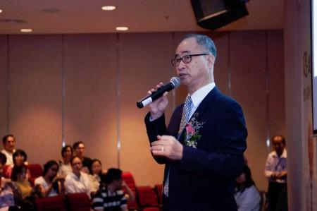 曾獲第一屆馬來西亞中醫藥貢獻獎的台籍中醫師謝躍淞博士講解了關於抗癌和防癌的方法。(黃樹聰/大紀元)