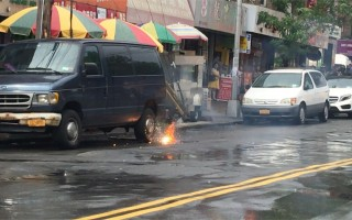 布碌崙八大道电线爆炸起火 场面惊险