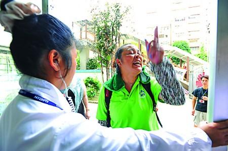 部分举报梁振英的检举信针对2012年青关会骚扰新唐人中国舞舞蹈大赛亚太初赛。(大纪元)