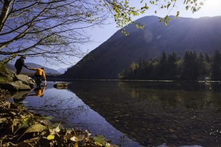 哈里森温泉度假胜地的湖光山色,宛如世外桃源。(哈里森市旅游局提供)