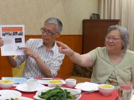 美華協會全美年會的共同主席吳惠珍和劉清華介紹年會內容。