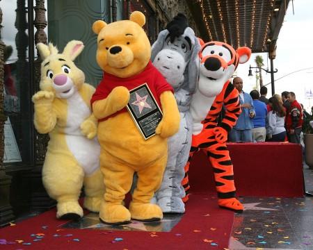 大家熟悉的,迪斯尼风格的维尼熊和它的小伙伴们。