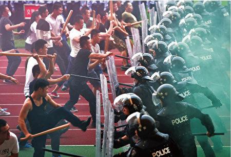 自承辦G20峰會以來,杭州市大搞城市建設,並推出五花八門的安保措施。圖為G20峰會倒計時100天的5月27日,浙江金華義烏梅湖體育中心進行防暴演練。(AFP)