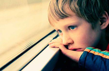 自闭症的成因尚未有定论,但患病比例却年年增加。此为情境配图(shutterstock)