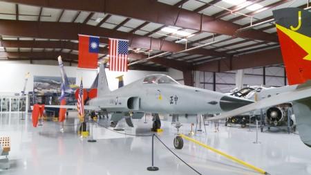 在楊克斯航空博物館展出的F5E「中正號」戰鬥機。(楊陽/大紀元)