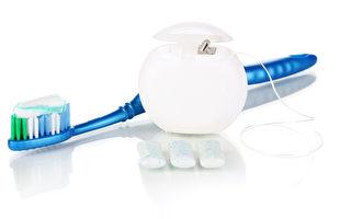 雖然牙線護齒乏證據 你還不能棄用