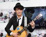 罗文裕1月3号于台湾台北市举办新专辑《苦甜人生 Bittersweet Life》发行记者会。(丘普林/大纪元)