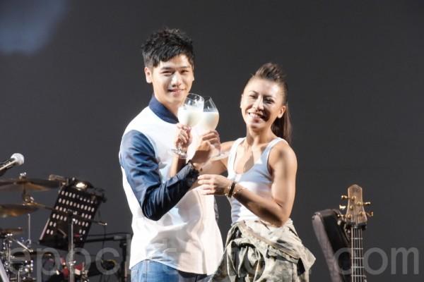 艾怡良台北开唱 彩排用牛奶谢好友助阵