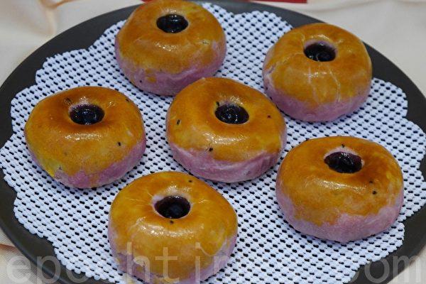 防中共肺炎保持距離 意大利男子穿上「甜甜圈」