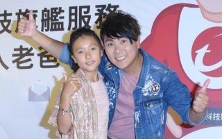 王仁甫(右)与女儿乐乐于日前在台北出席活动记者会资料照。(黄宗茂/大纪元)