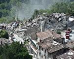 意大利中部24日發生芮氏6.2強震,造成嚴重災情。圖為意大利阿夸塔特隆托,一處建物在強震中受損。(Giuseppe Bellini/Getty Images)