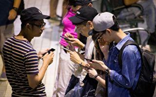 手机致成绩下滑影响休息 专家吁小学生禁用