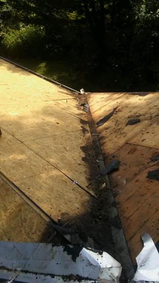 因为不及时更换屋顶,被渗漏腐蚀的支撑部结构(Long公司提供)