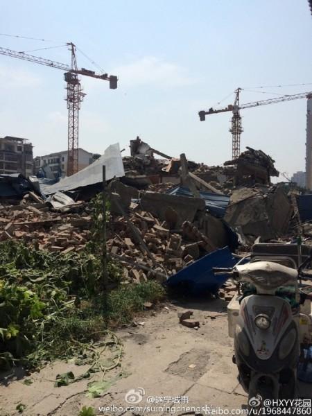 8月20晚, 四川遂宁市射洪县太和镇城南保河村发生一起非法强拆事件,黄姓村民的房子在家里无人的情况遭到强拆。(网络图片)