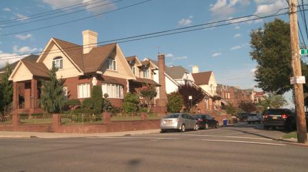 在灣脊社區,很多房產市值都超過數百萬美元。