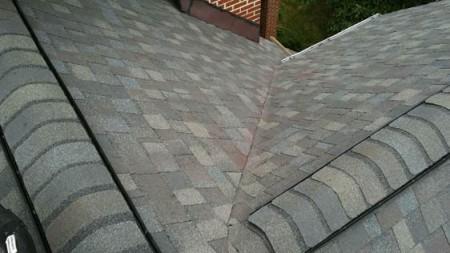 因为不及时更换屋顶,被渗漏腐蚀的支撑部结构更换后。(Long公司提供)