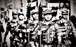 中共武警携狼牙棒在闹市巡逻遭舆论抨击。(网络图片)
