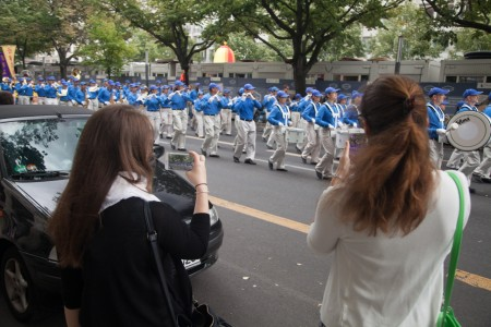 Berlin-Falun-Gong-Parade-20160730-8428