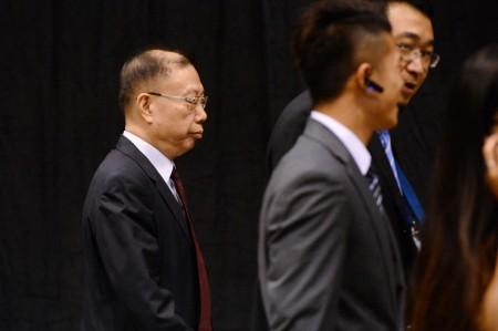 22日国际器官移植大会于香港湾仔会议展览中举行颁奖礼。图为中国器官移植发展基金理事长黄洁夫在保安保护下进场。(宋祥龙/大纪元)