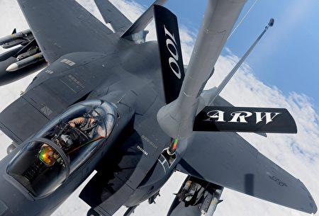 F-15空中加油(Pixabay)