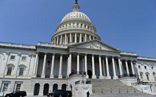希拉里电邮风暴未平 FBI将秘密文件送国会