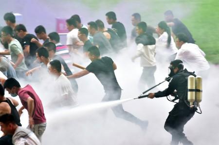 警方在G20前夕进行驱散人群的演习。(AFP)