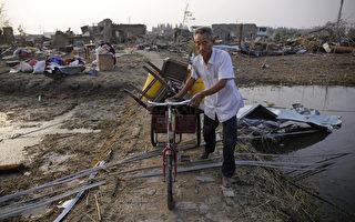如今農村各種垃圾嚴重增多:農田的地膜殘留物;各種農藥、化肥、食品的包裝物;各種塑料袋;各種生活垃圾。(Wang He/Getty Images)