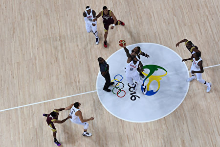 RIO DE JANEIRO, BRAZIL - AUGUST 08: Demarcus Cousins #12 of United States jumps for the opening ball in the men's preliminary round group A game 19 on Day 3 of the Rio 2016 Olympic Games at the Carioca Arena 1 on August 8, 2016 in Rio de Janeiro, Brazil. (Photo by Pool/Getty Images)