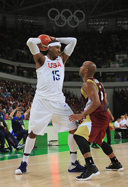 RIO DE JANEIRO, BRAZIL - AUGUST 08: Carmelo Anthony #15 of United States looks to pass against Gregory Vargas #5 of Venezuela during the Men's Priliminary Round between the United States and Venezuela on Day 3 of the Rio 2016 Olympic Games at Carioca Arena 1 on August 8, 2016 in Rio de Janeiro, Brazil. (Photo by Mike Ehrmann/Getty Images)