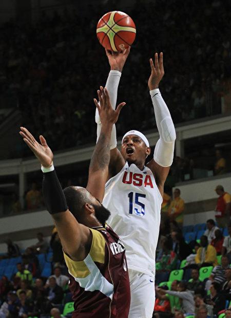 安東尼(Carmelo Anthony)率隊反擊,本節還有3分59秒時,以33-22取得兩位數差距。( Mike Ehrmann/Getty Images)