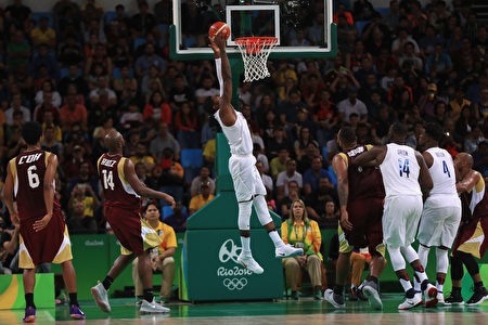RIO DE JANEIRO, BRAZIL - AUGUST 08: Paul George #13 of United States goes to the basket during the Men's Priliminary Round between the United States and Venezuela on Day 3 of the Rio 2016 Olympic Games at Carioca Arena 1 on August 8, 2016 in Rio de Janeiro, Brazil. (Photo by Mike Ehrmann/Getty Images)