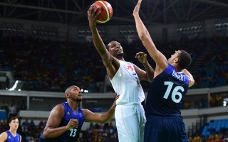 美國3分險勝法國  奧運男籃晉級八強