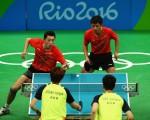 8月16日,中國男子乒乓球隊在男子團體半決賽中,以3-0擊敗韓國隊,晉級決賽,將與日本隊爭奪冠軍。( Dean Mouhtaropoulos/Getty Images)