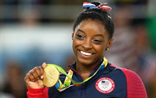 美体操明星拜尔斯摘第4金 平奥运纪录