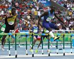 8月18日,在里约奥运田径男子四百米跨栏比赛中,美国模特选手克莱门特(Kerron Clement)赢得金牌,这是他在奥运400米跨栏项目的首面金牌。(Patrick Smith/Getty Images)