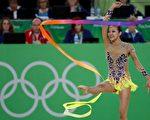 16岁华裔女孩曾昳晗在8月19日的奥运韵律体操资格赛中,以些微差距未能获得决赛资格,但已经是1984年来美国选手在该项目上取得的最好成绩。 (THOMAS COEX/AFP/Getty Images)