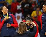 8月29日,美国女篮以101-72比分战胜西班牙队,赢得里约奥运金牌。(Tom Pennington/GettyImages)