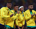 8月20日里约奥运男足决赛,巴西与德国恋战1比1平,最后点球大战中以5:4险胜。 (Paul Gilham/Getty Images)