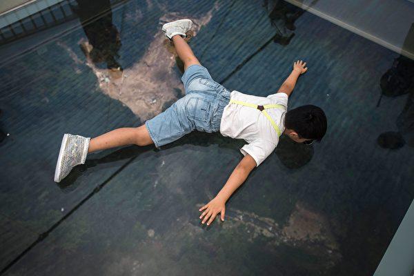 世界最长玻璃桥在中国开放 它安全吗?