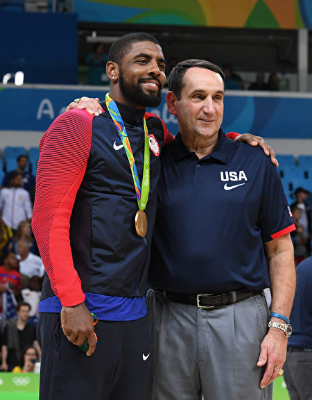 歐文(左)、薛夏夫斯基(老K)。 (Photo credit should read MARK RALSTON/AFP/Getty Images)