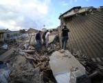 義大利中部8月24日發生6.2級強震,目前造成至少37人死亡。(FILIPPO MONTEFORTE/AFP/Getty Images)