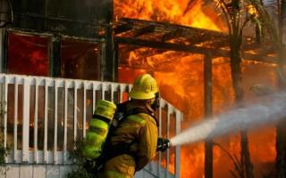 两家庭改三家庭未报保险公司 火灾后索赔难