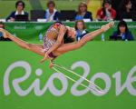 8月20日,在藝術體操個人全能比賽中,俄羅斯選手馬蒙 (MAMUN Margarita)獲得金牌,她將在21日與獲得銀牌的隊友庫德里亞夫塞娃(KUDRYAVTSEVA Yana)聯手參加團體比賽。  (Laurence Griffiths/Getty Images)