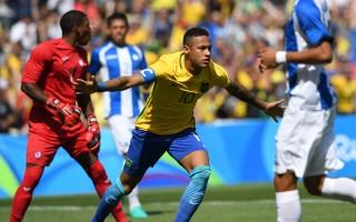 巴西大胜进决赛 足球王国靠足球挽回颜面