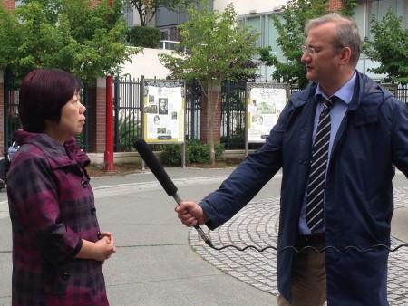 Queenie Choo 经常就与移民有关的问题接受本地主流媒体的访问。(大宇/大纪元)