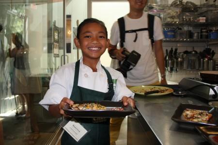 9歲的克里奇(Reyana Krich)製做了韓國風味披薩獲季軍。(徐綉惠/大紀元)